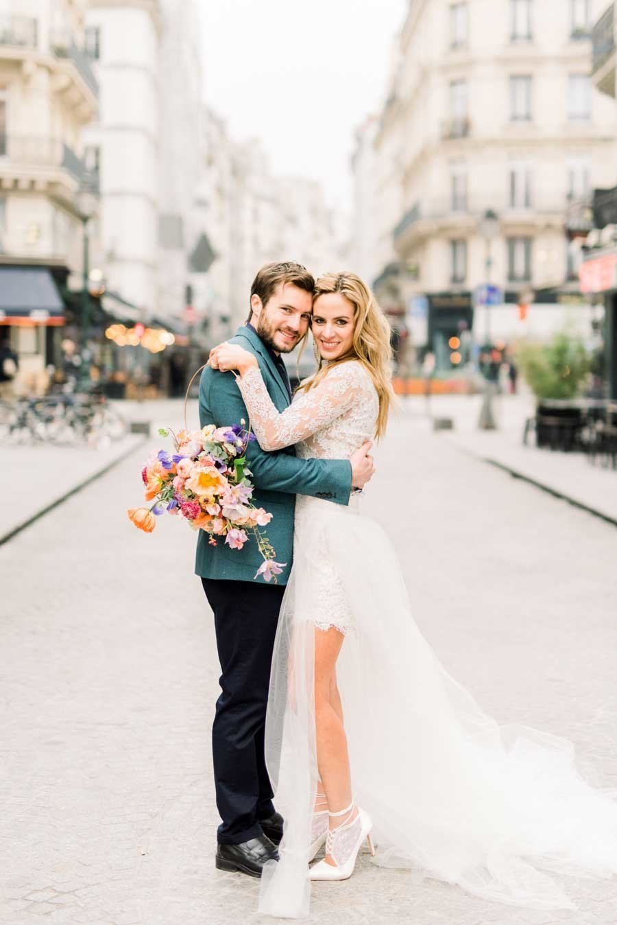 laure_lalliard_design_Art-Nouveau-Elopement_paris_Janine_Licare_Photography_bride_groom_streets