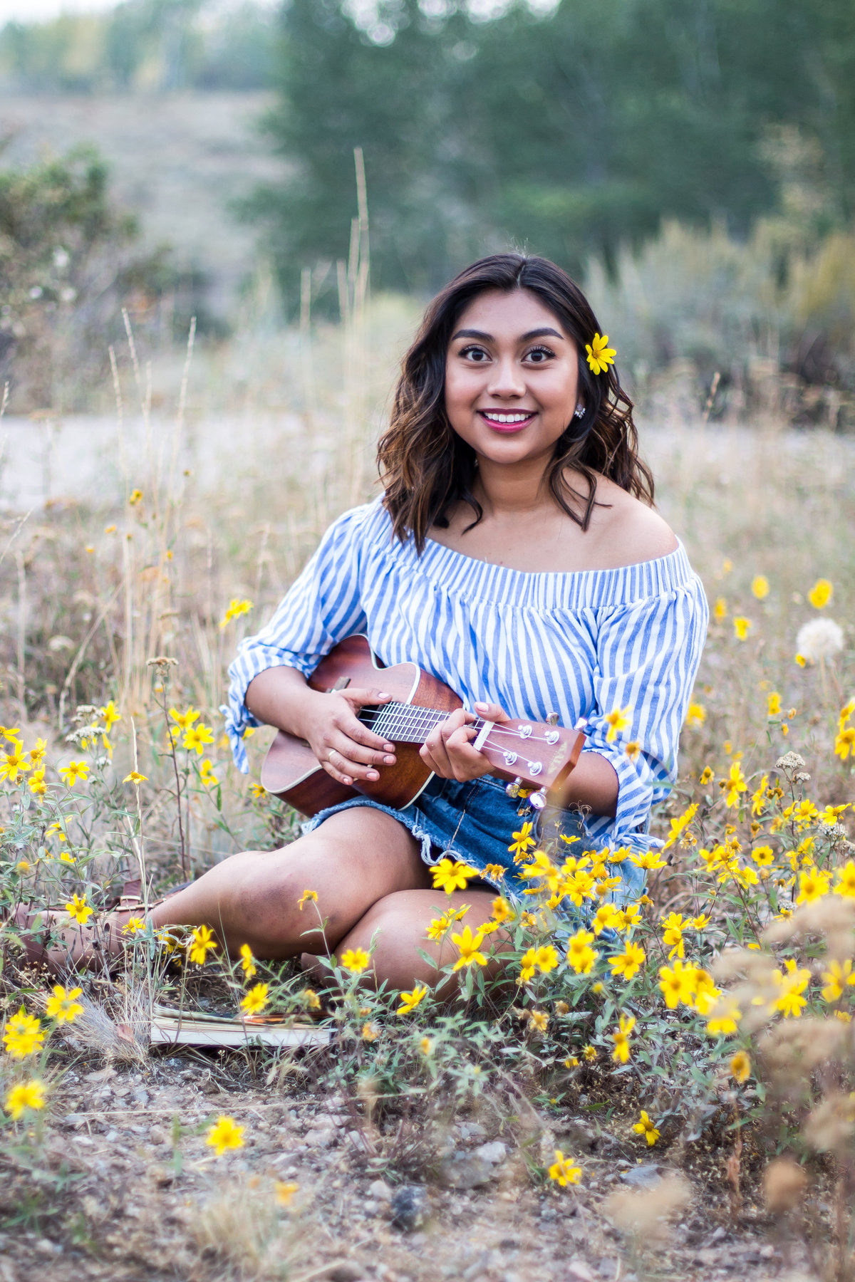 daisy, field, yellow, Senior photos, Teton Valley, Idaho, Grand Targhee Resort Overlook, modern, ukelele, music, fun