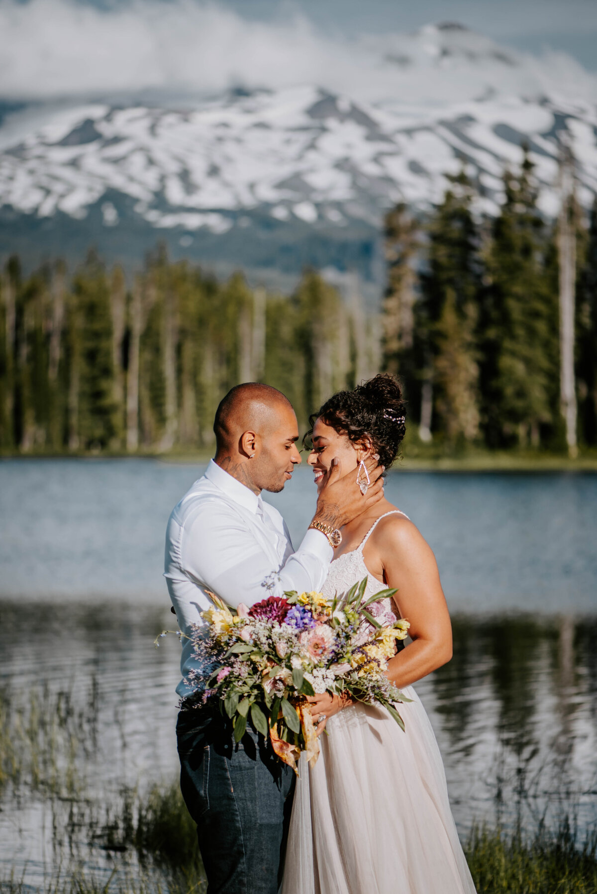 sisters-bend-oregon-summer-wedding-elopement-photographer-dress-scenic-byway-wedding-deewright-observatory-5506