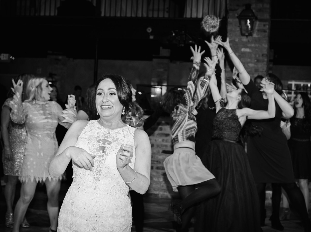 bouquet-toss-fleur-de-lis-event-center