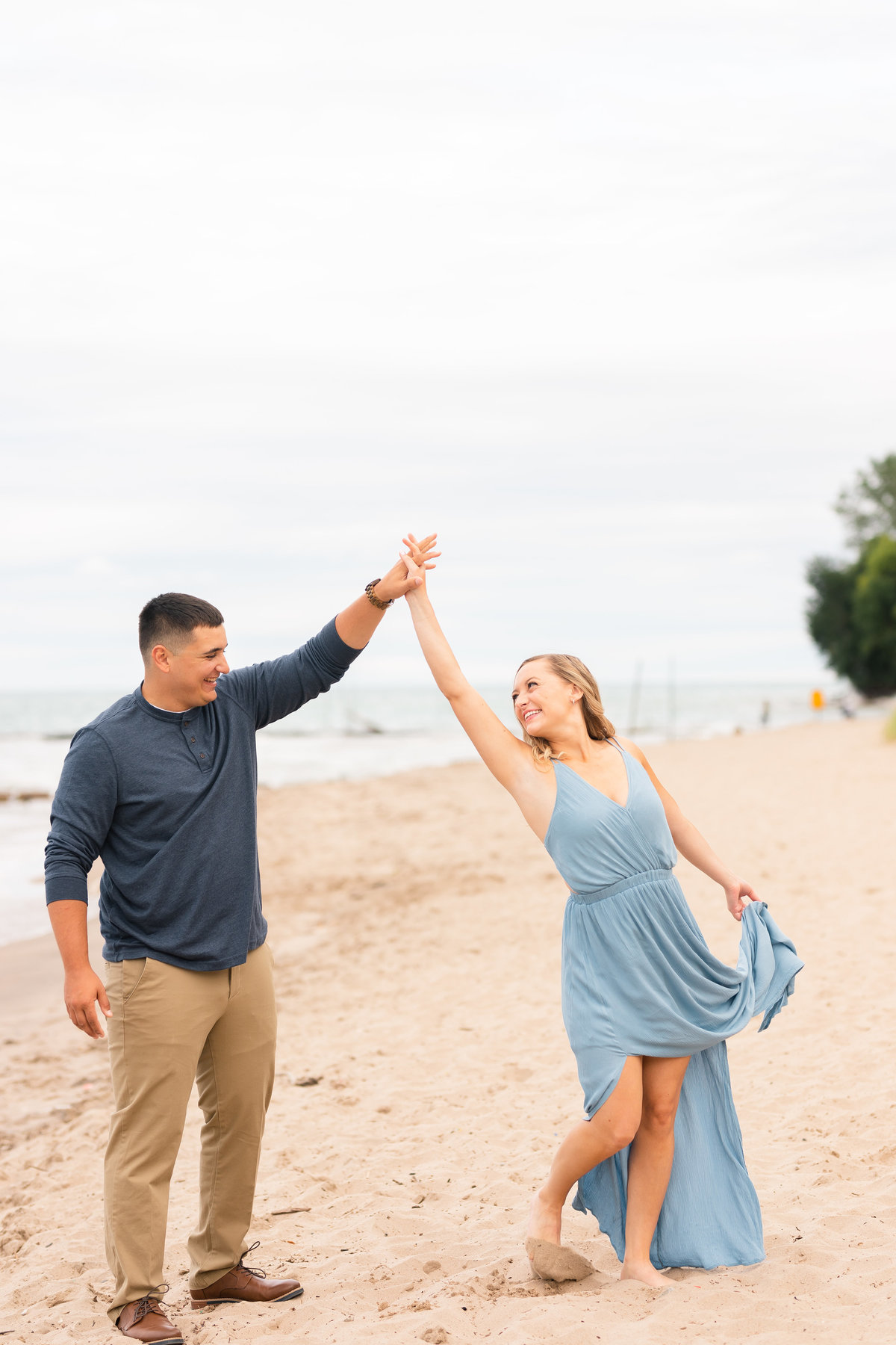Milwaukee Wisconsin Engagement Photos at Atwater Beach