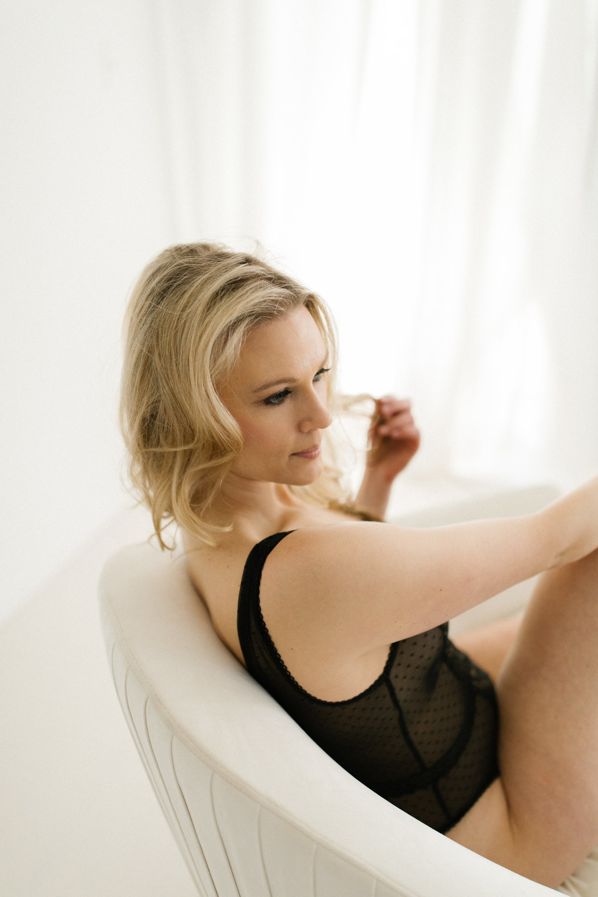Fine art boudoir photographer, Laurie Baker captures beautiful blonde woman in black