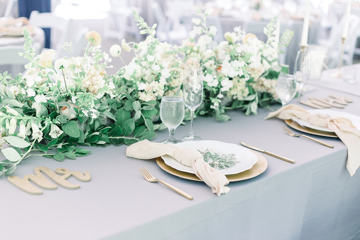 Garden-floral-tablescape-leigh-and-mitchell-seattle-florist
