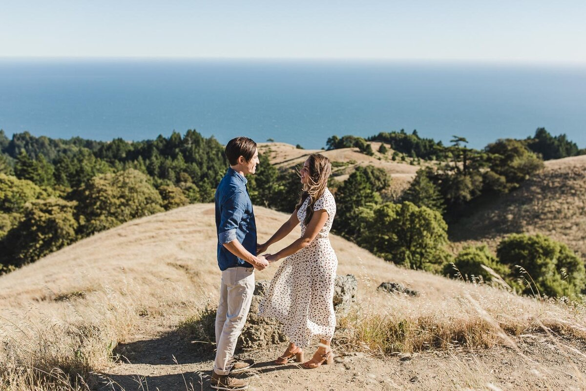 Trojan-Point-on-Mount-Tamalpais-Marin-county-engagement_session_avh_photography00001