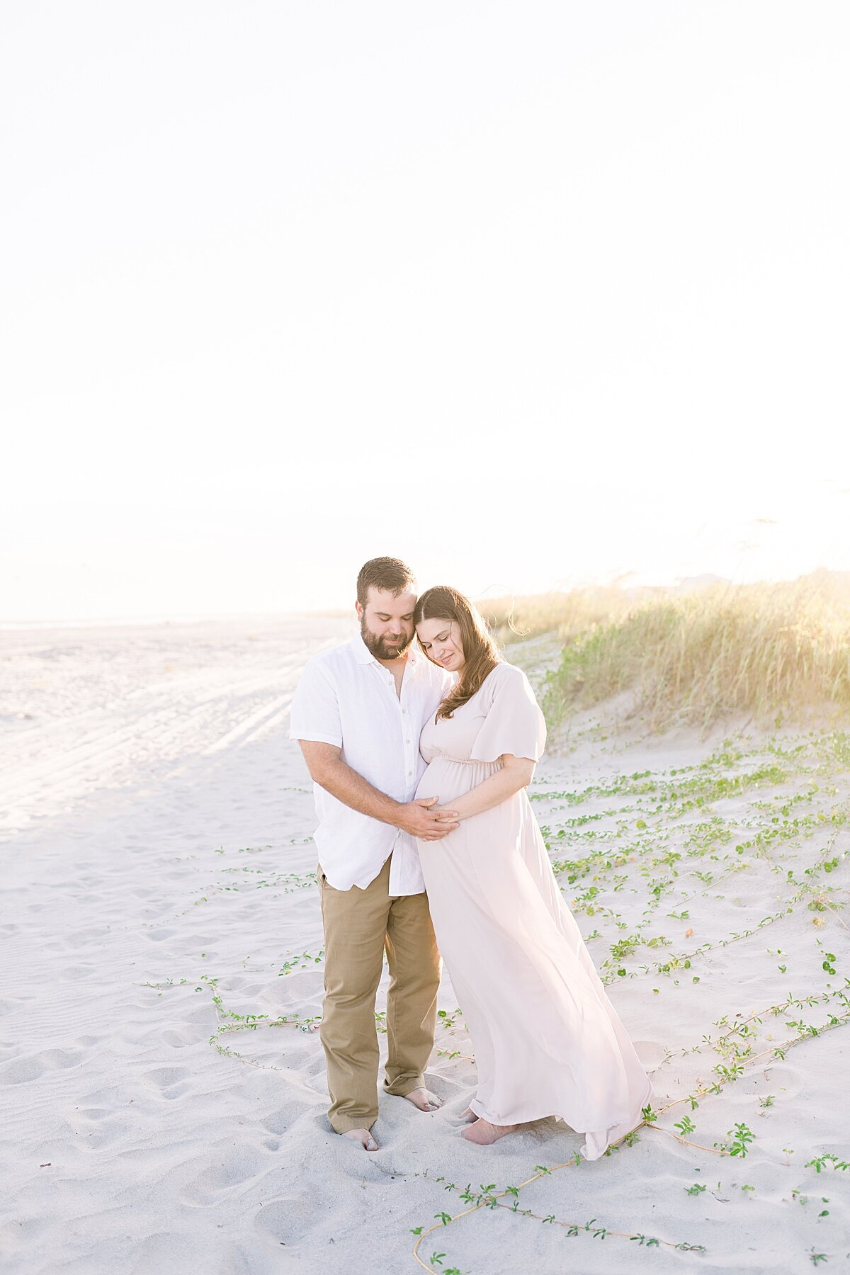 beach-maternity-session-Isle-of-Palms-caitlyn-motycka-photography_0004
