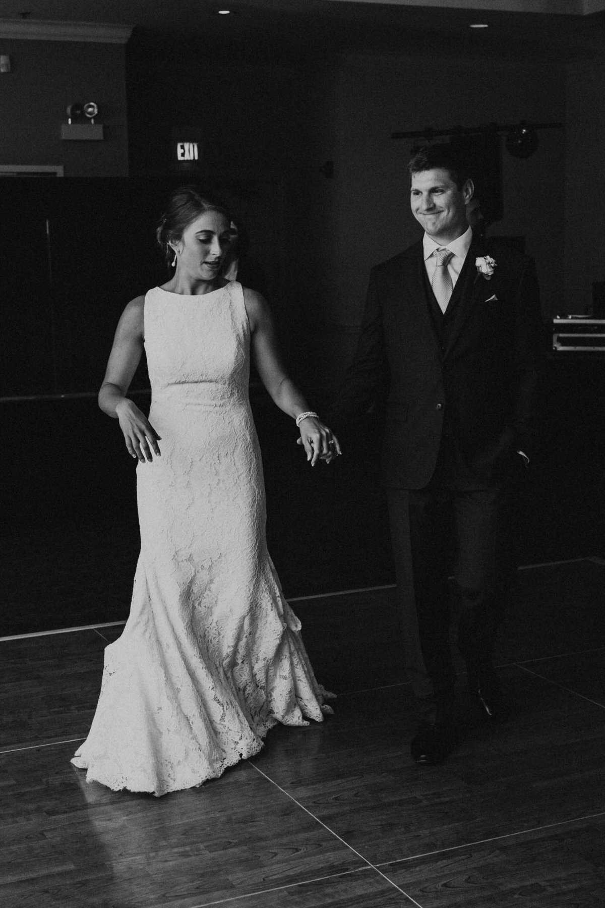 first-dance-bride-and-groom-ruffled-feathers-golf-club-lemont-il-adventurous-wedding-photographer