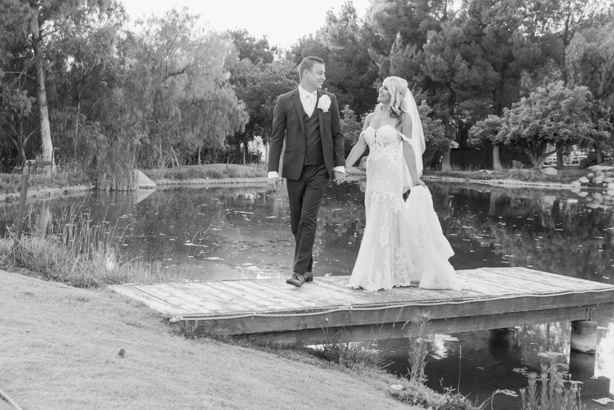 Hummingbird-Nest-Ranch-Wedding-Photos-bw-993