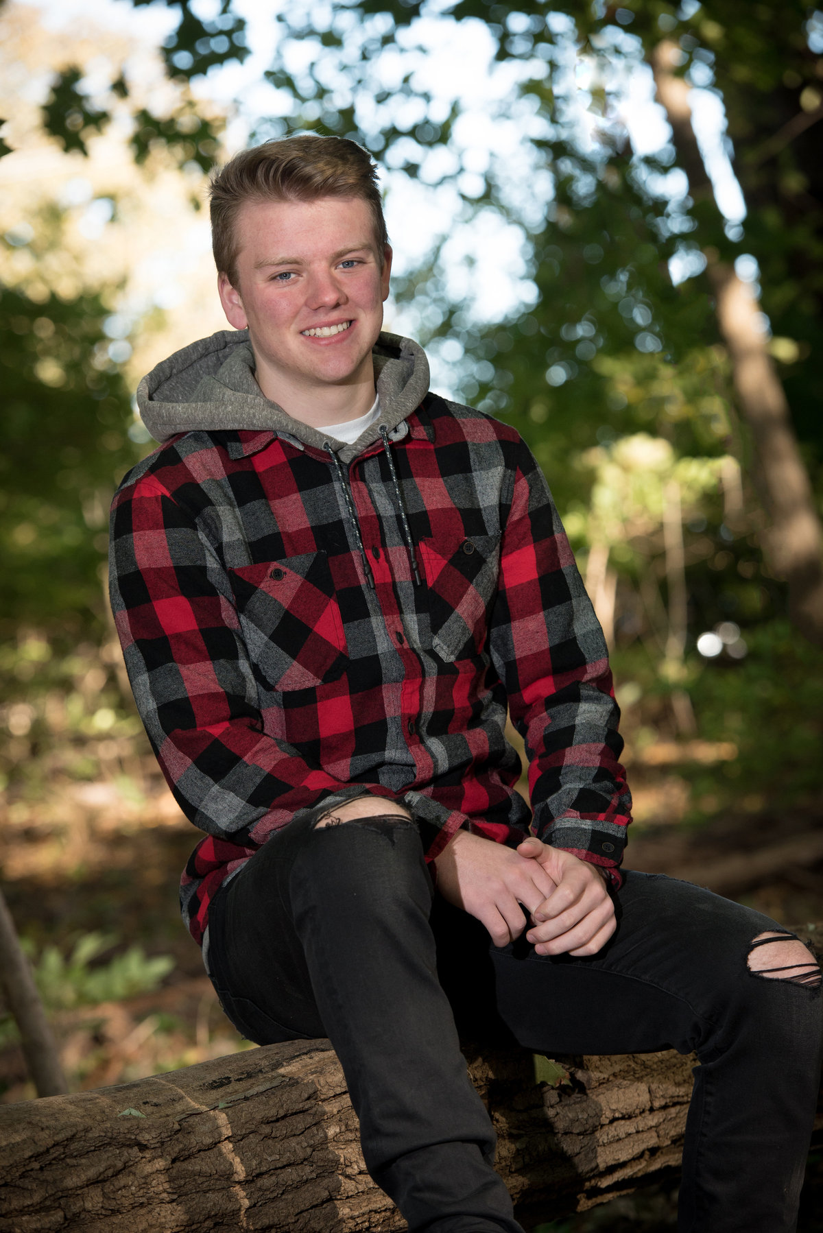 red-oak-nature-center-log-senior-portrait-North Aurora-Illinois