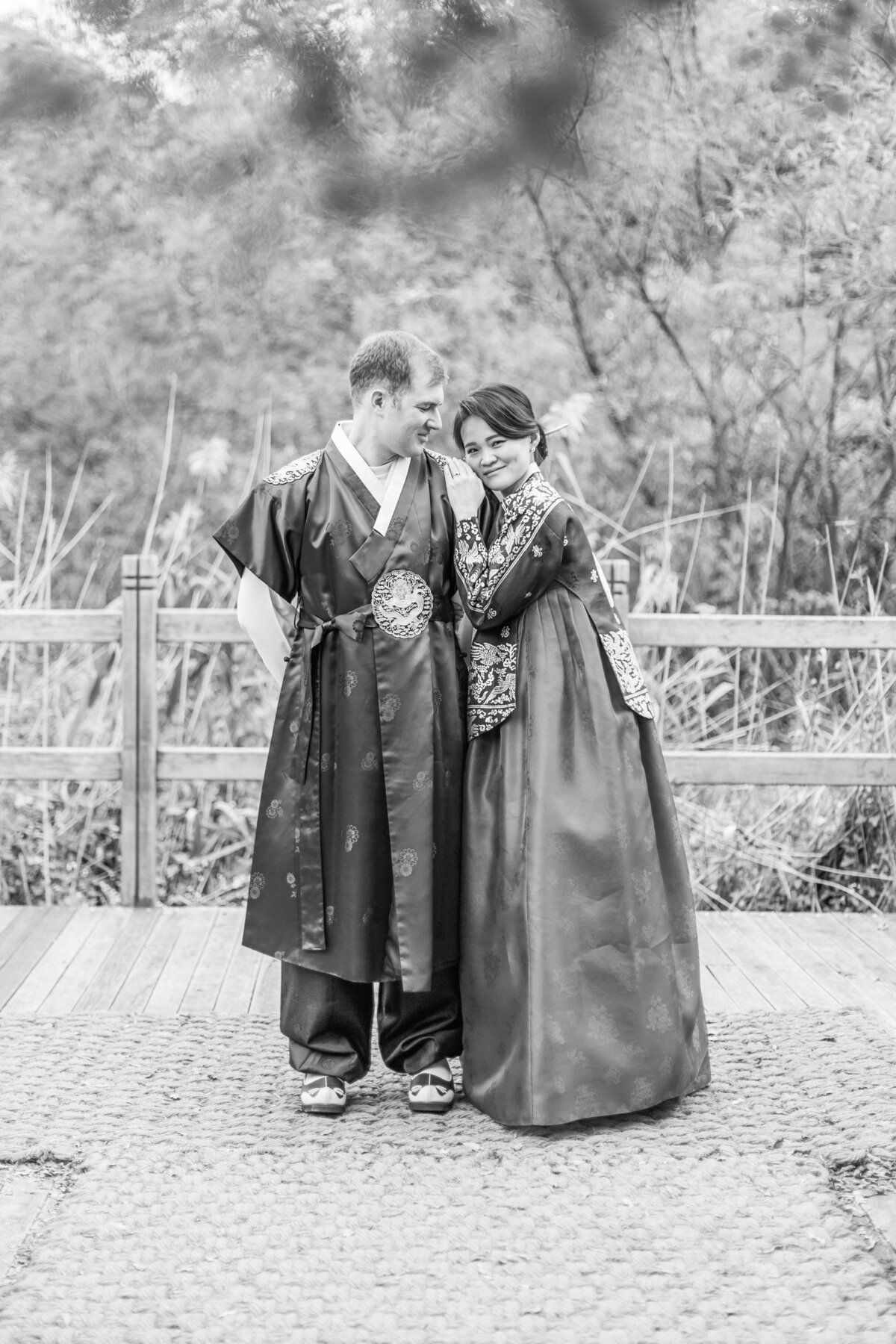 Seoul-South-Korea-Bridal-Engagement-Shoot-Eunpyeong-Village-Hanok-0030