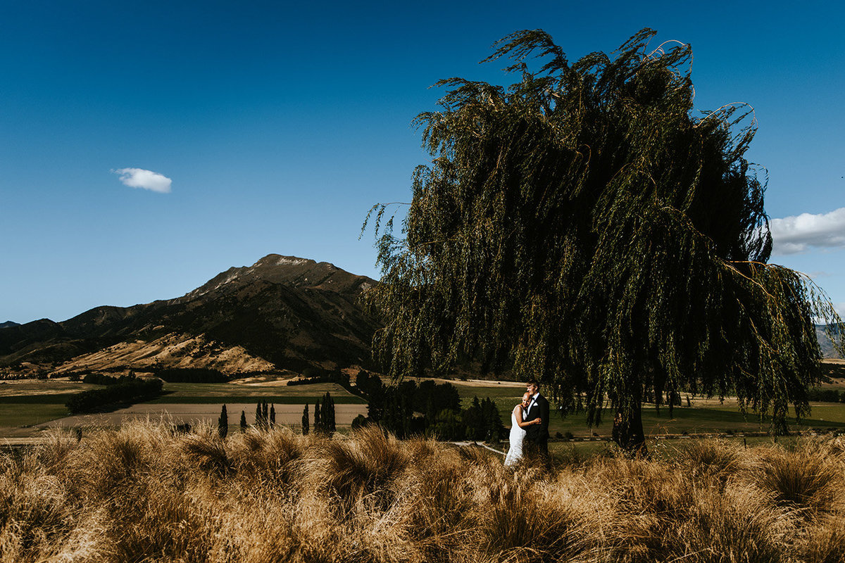 wedding couple in Wanaka New Zealand