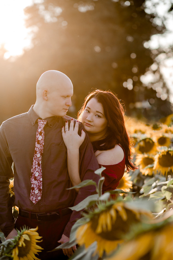 Engagement session in the sunflower field0023
