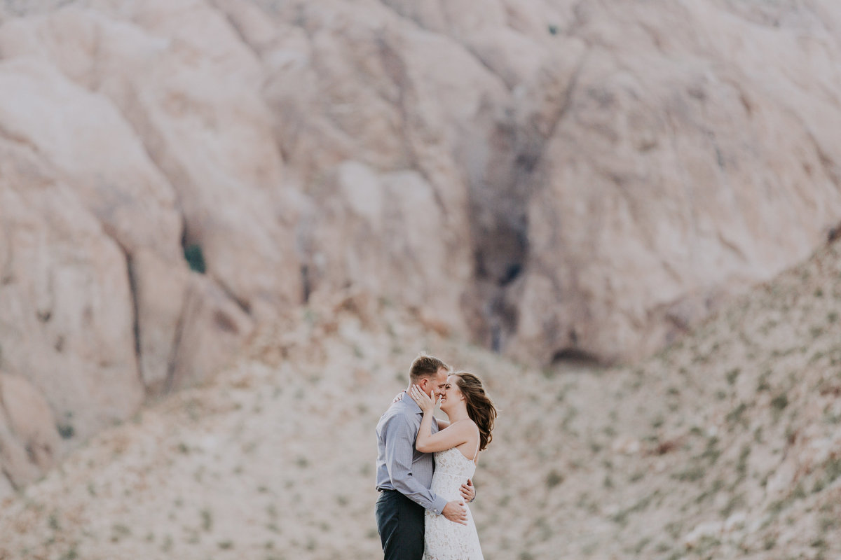 Lake Tahoe engagement pictures couple kisses in the desert