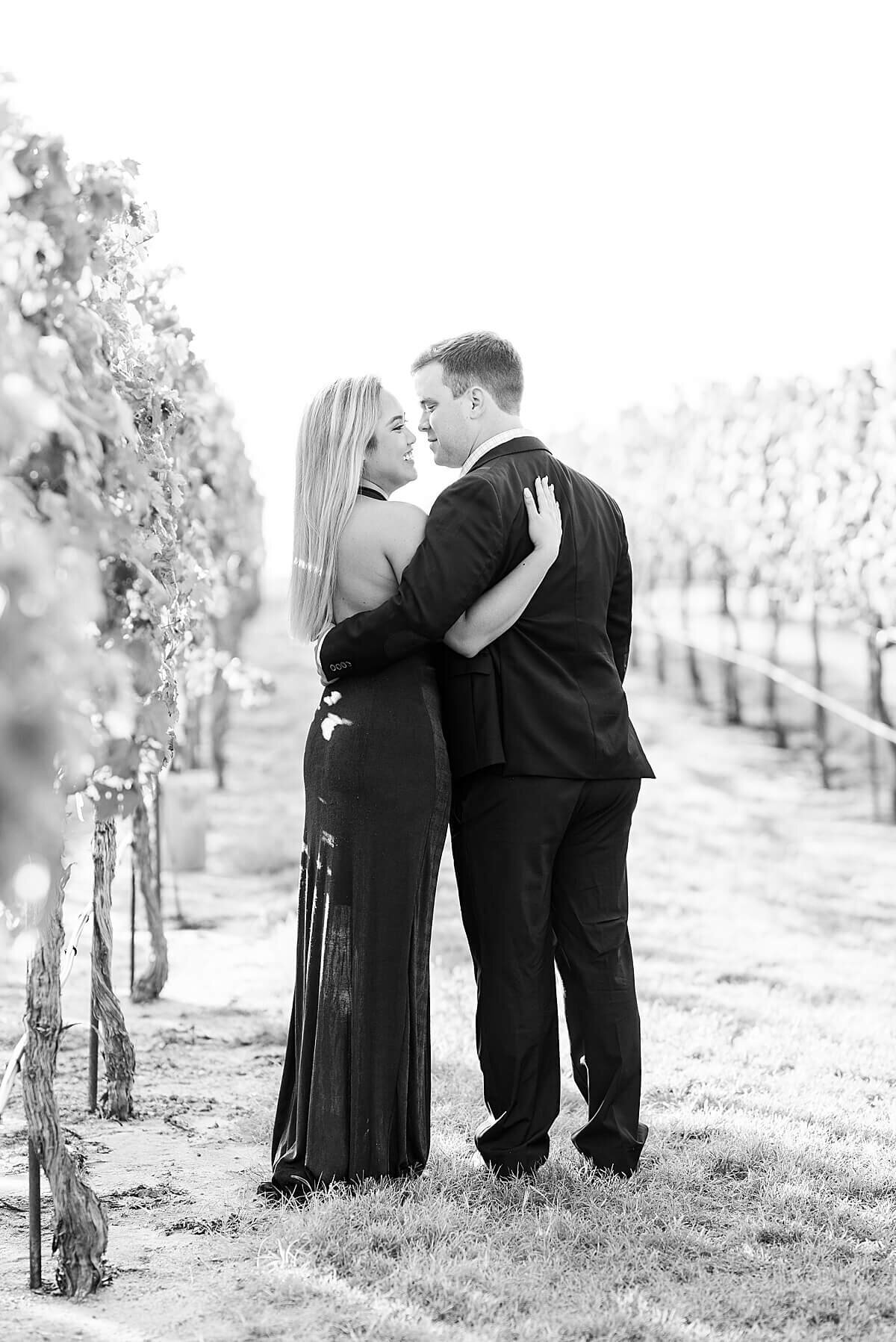Texas-Hill-Country-Vineyard-Engagement-Portrait-Session-Alicia-Yarrish-Photography_0070