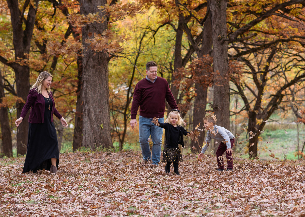 Des-Moines-Iowa-Family-Photographer-Theresa-Schumacher-Photography-Fall-Young-Family-throwing-leaves