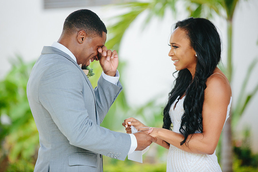 couple seeing each other in royalton st lucia