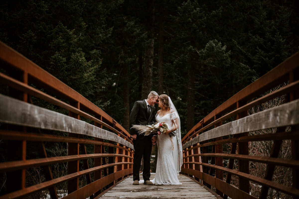 suttle-lake-sisters-oregon-lodge-woods-vow-renewal-photographer-wedding-elopement-2637