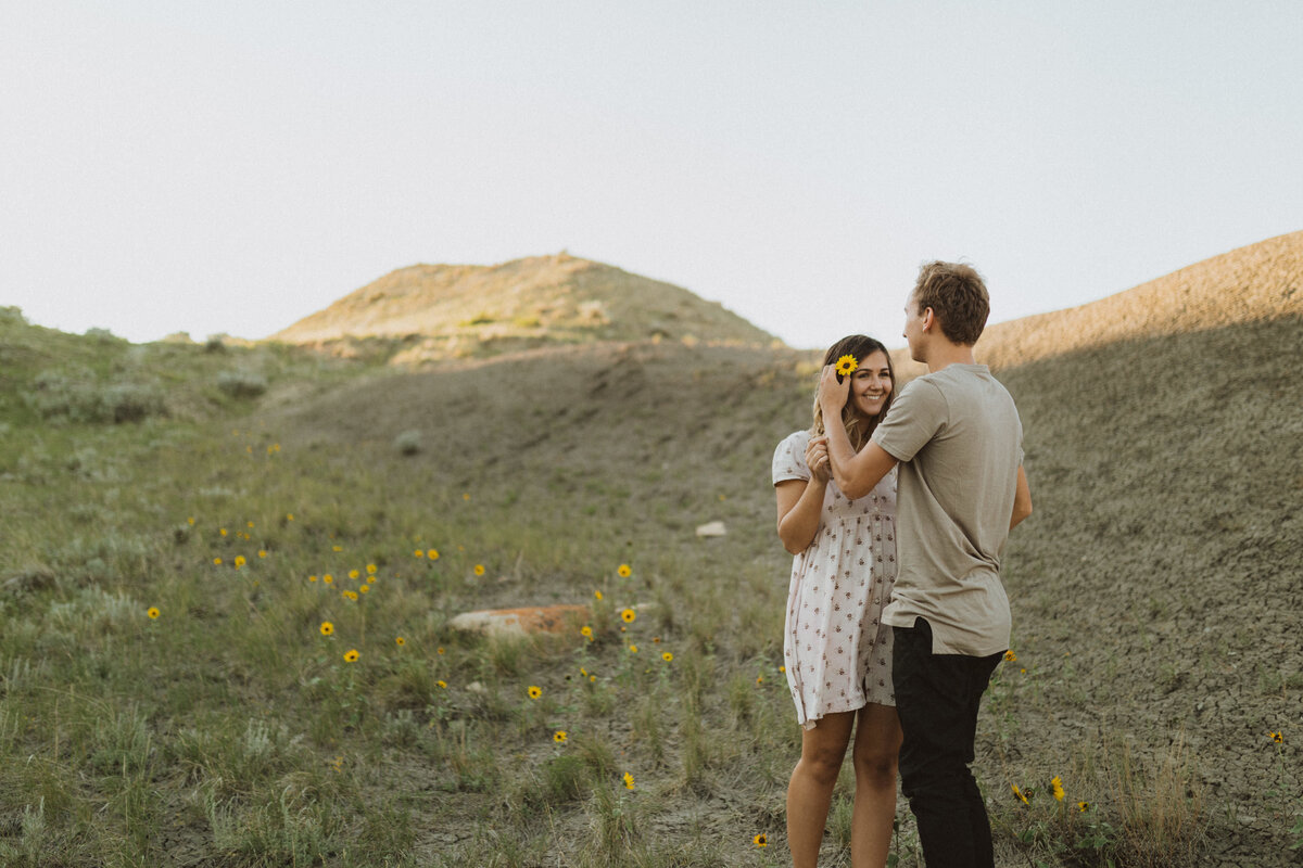 liv_hettinga_photography_beechy_sandcastles_saskatchewan_couples_session-1