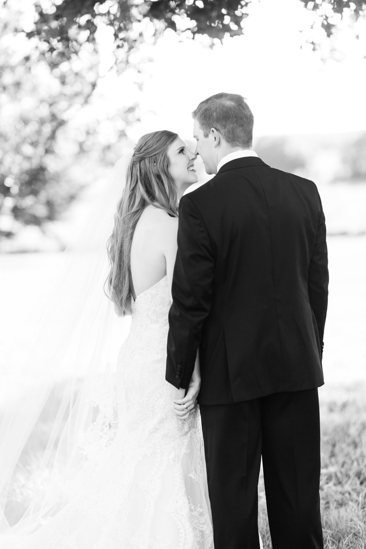 Ashley & Karl | Lone Star Mansion in Burleson | Dallas Wedding Photographer | Sami Kathryn Photography-112