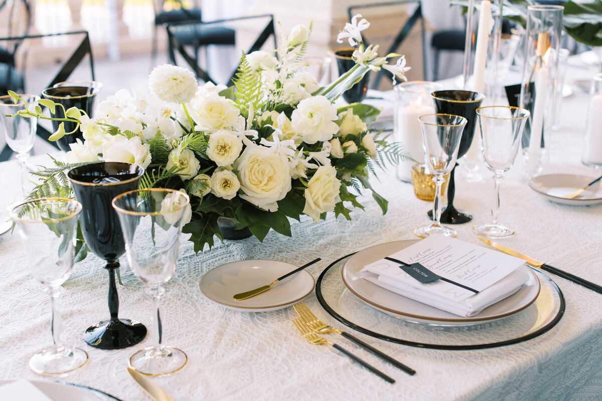 black-and-white-wedding-tablescape