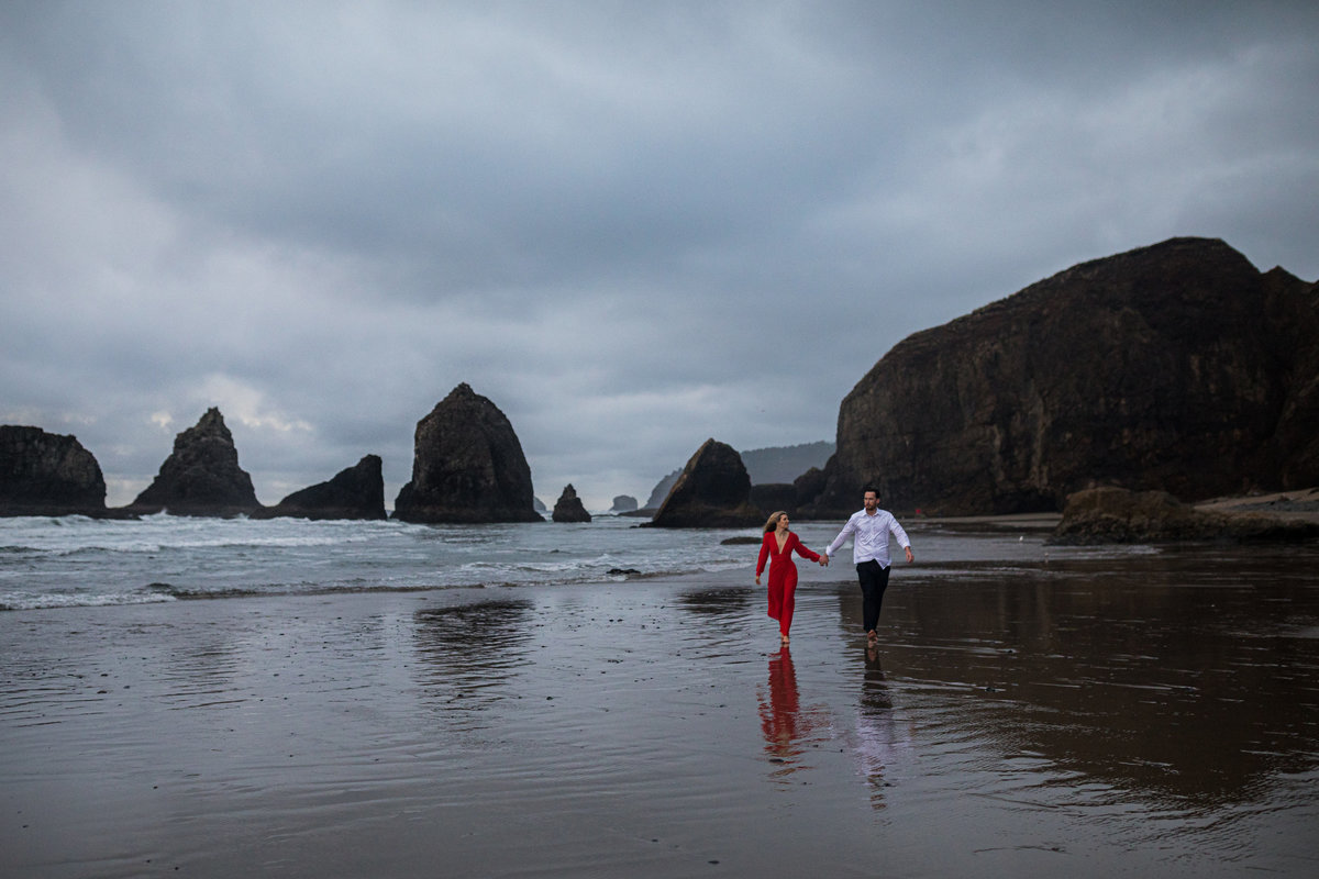 Oregon-oceanside-elopement-couples-photography-session-beach_(7_of_27)
