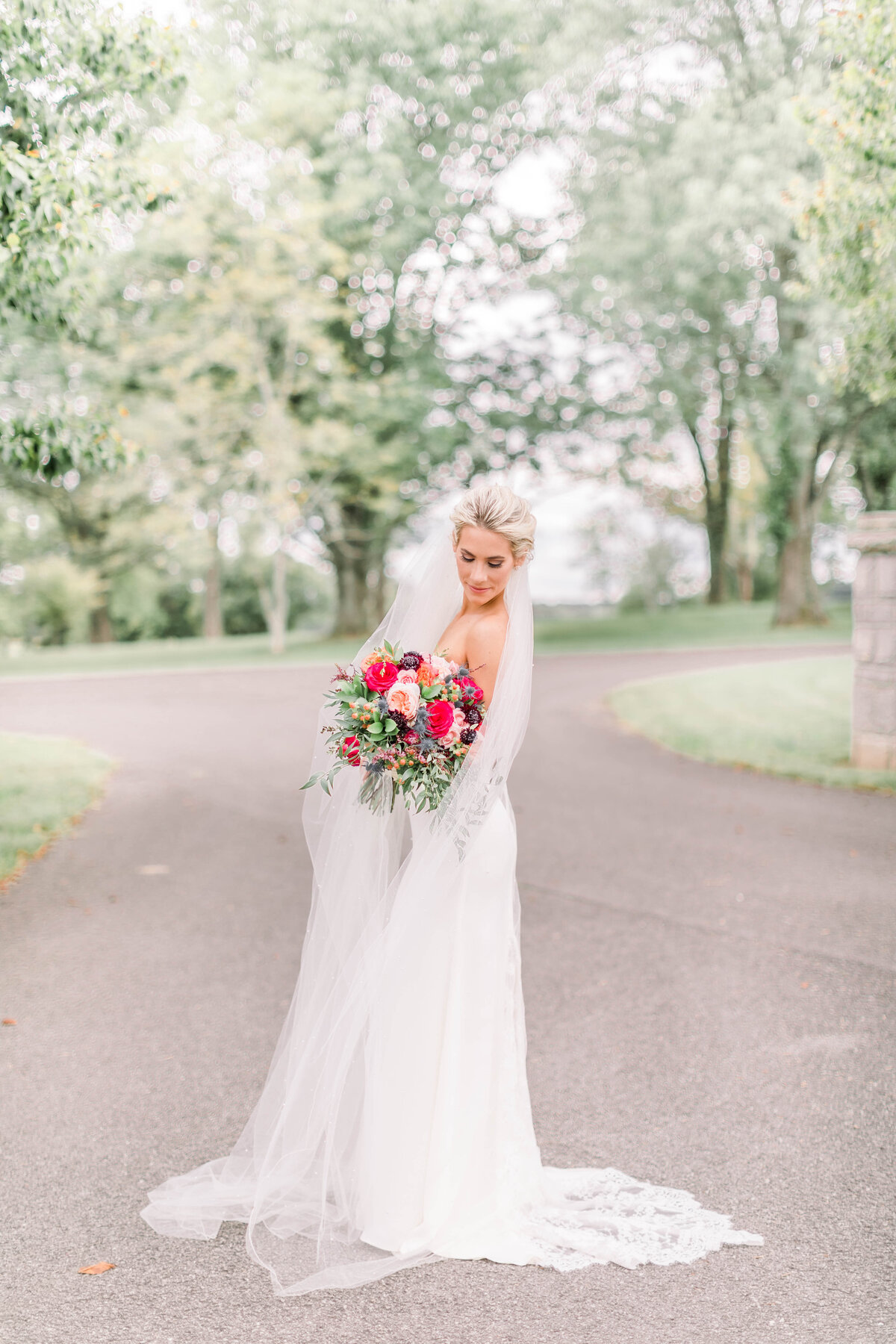 Light and airy photography by Paige Michelle Photography at Southern Kentucky venue, Ironwood Farms in Bowling Green, KY