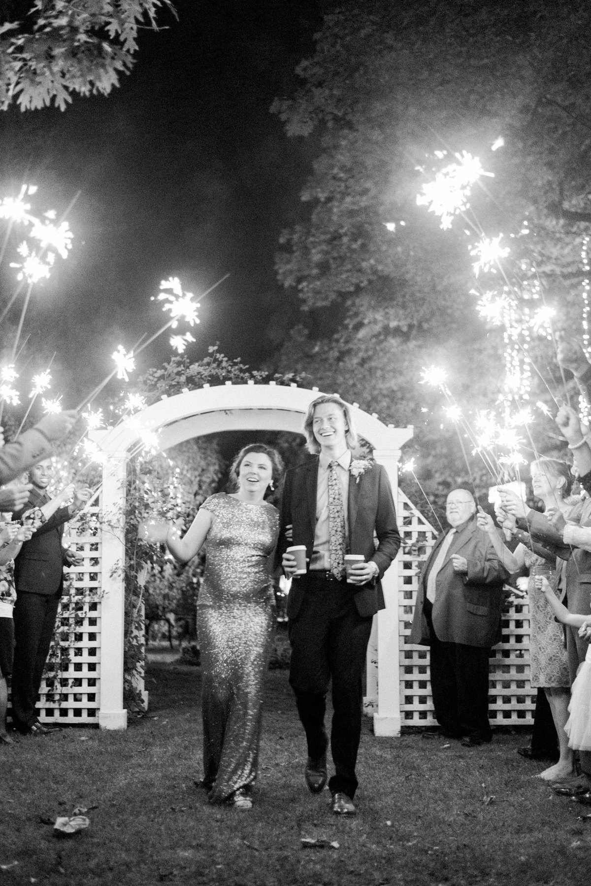 iowa wedding photographer - backyard wedding pictures-33