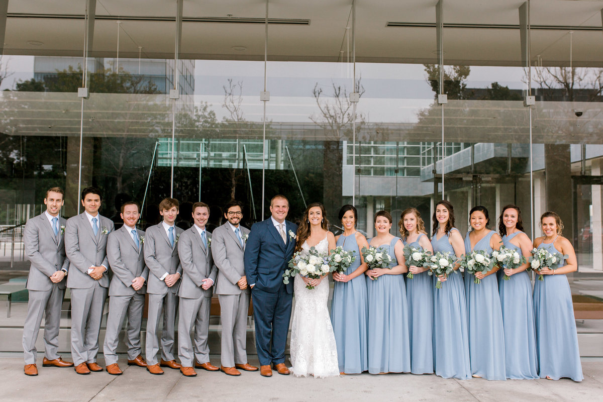 omaha wedding planner and florist downtown Slowdown wedding blue and white by Lindsay Elizabeth Events95