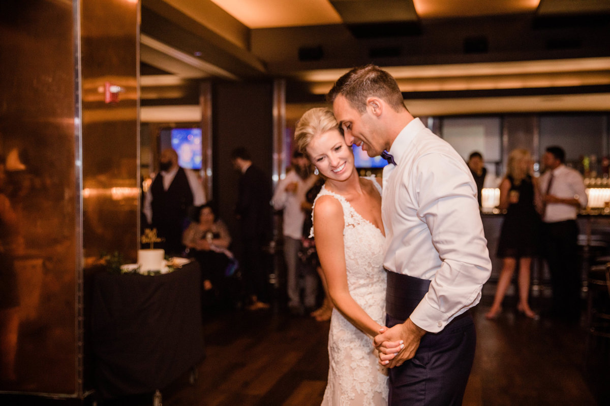 chicago-tribune-tower-wedding-nicole-jason-812