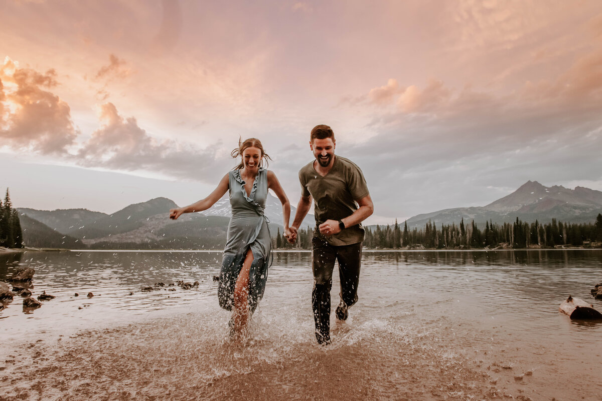 sparks-lake-oregon-couple-photographer-elopement-bend-lakes-bachelor-sisters-sunset-6346
