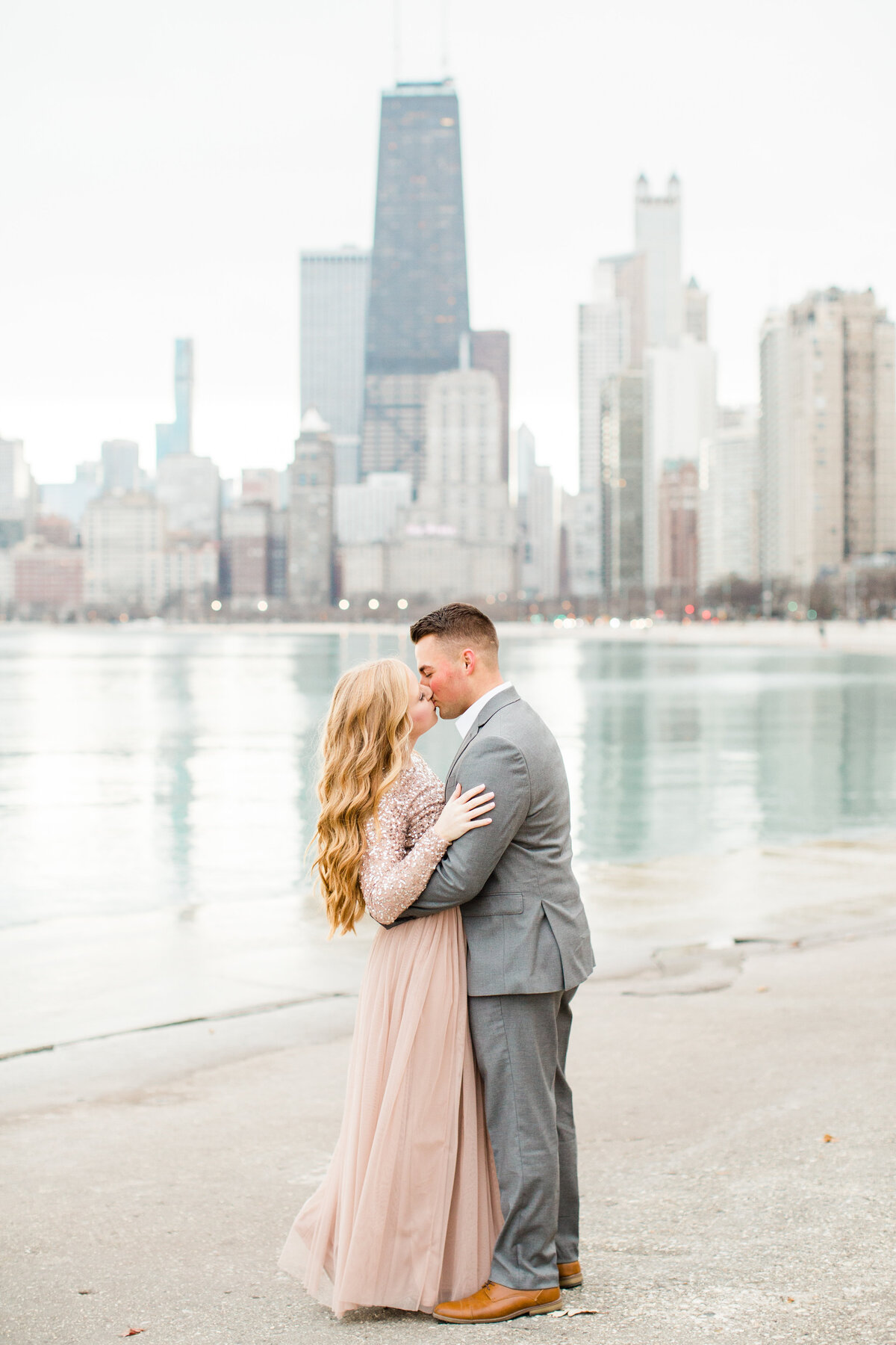 lindsey-taylor-photography-north-avenue-beach-chicago-engagement-photographer6