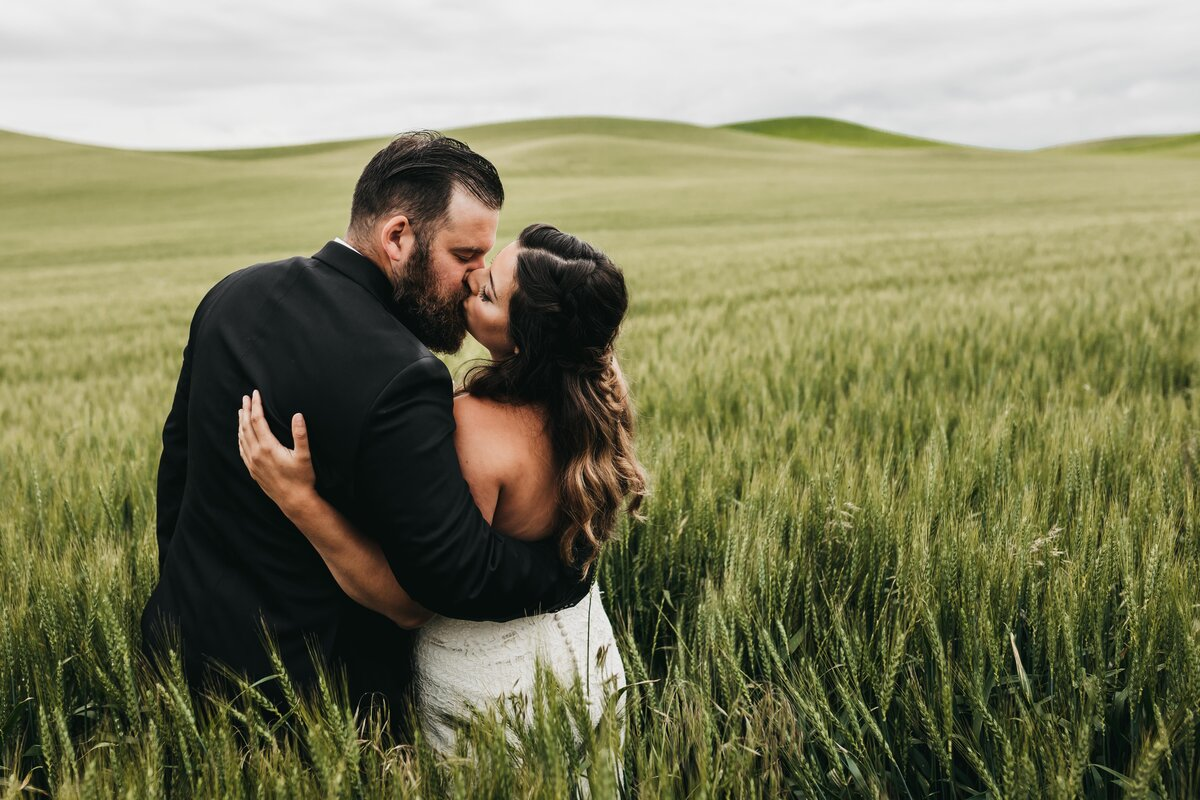 Elopement Photographer in Spokane Washington, Palouse Knot Barn - Clara Jay Photo-15