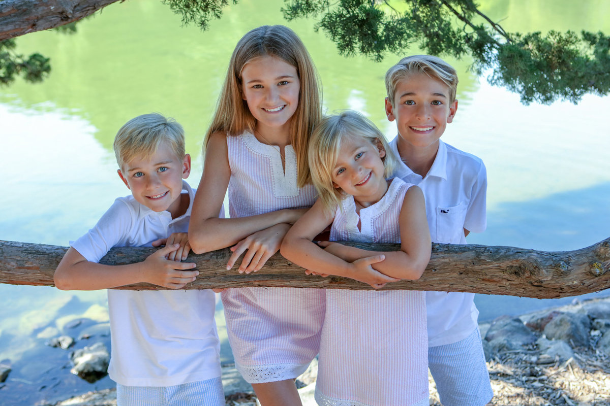Outdoor family photo session, Menlo Park, Lake