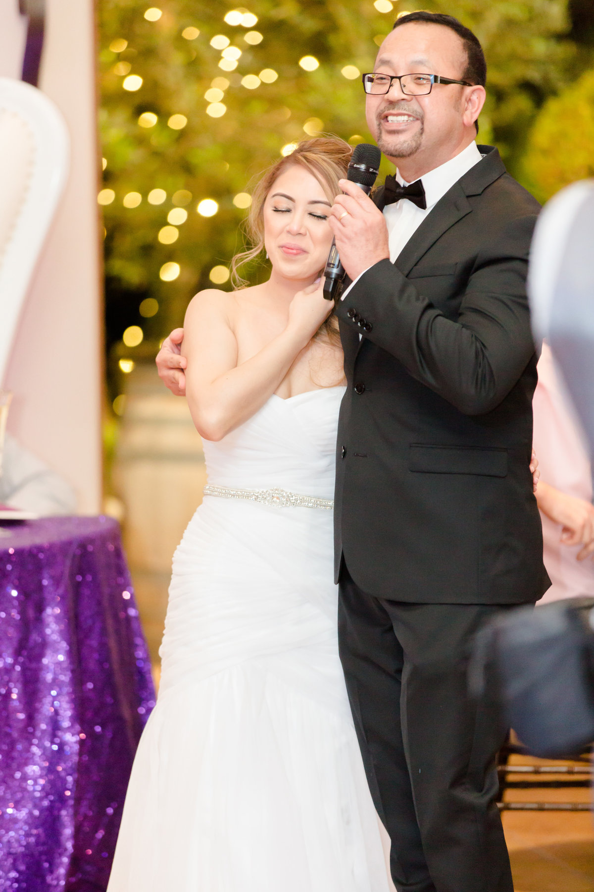 Father of the bride sings to his daughter at villa de amore by matty fran photography