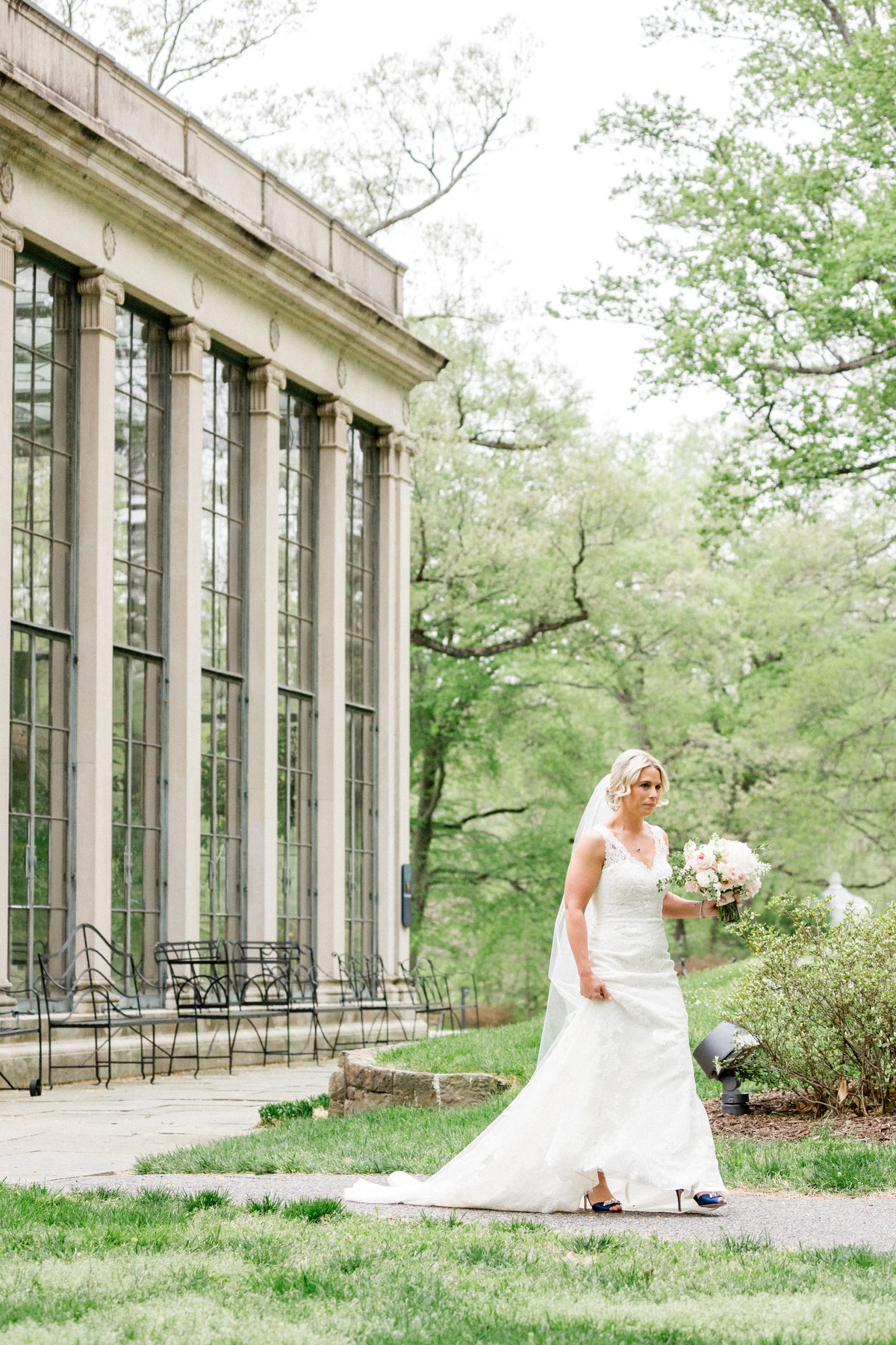 Wintherthur wedding spring bride with bouquet