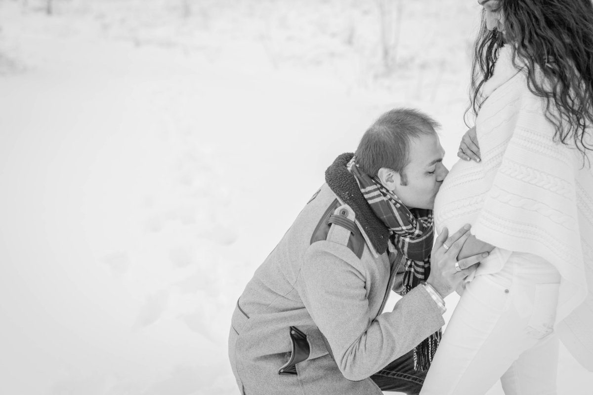 Long Grove, IL, Winter Wonderland Maternity Session, Snow, Christmas Maternity Session