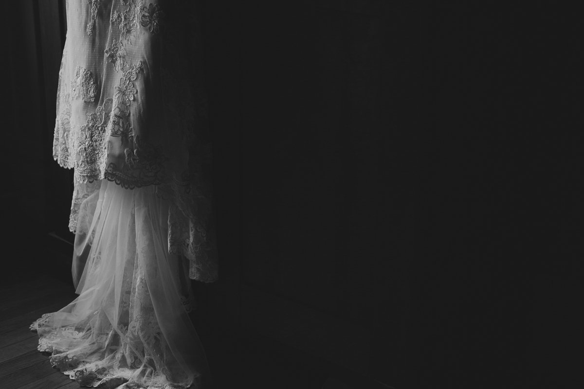 b&w wedding dress by jana scott photography