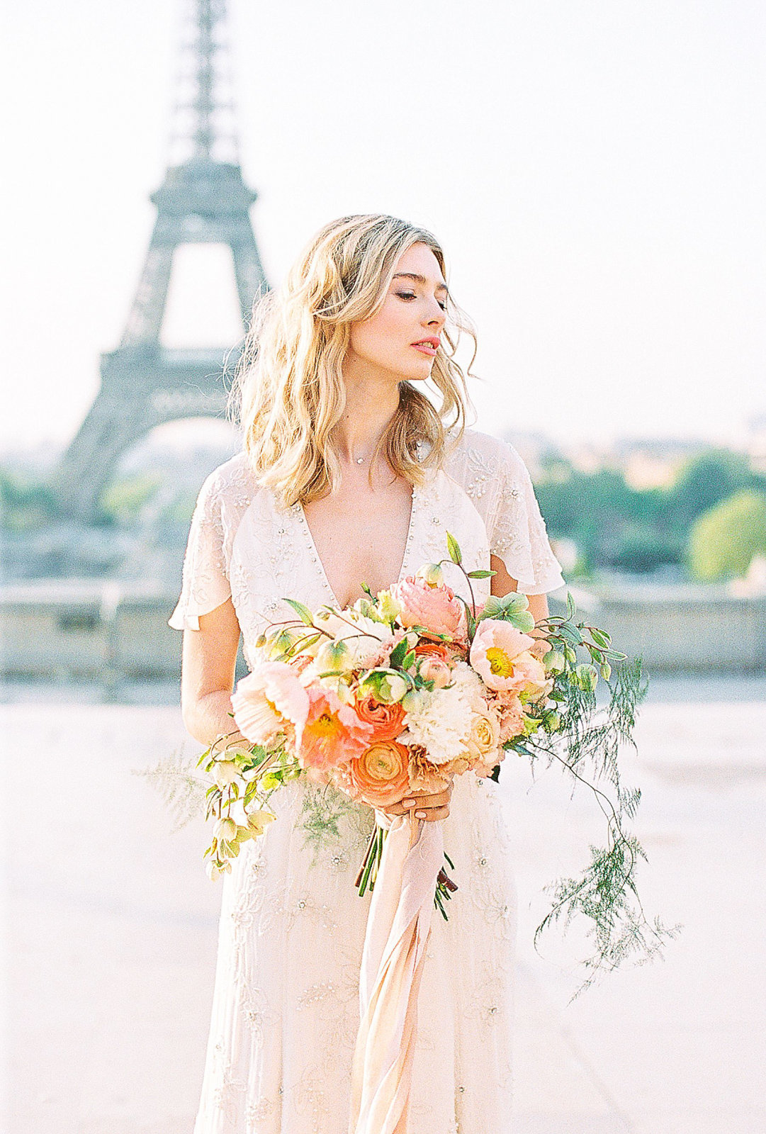 yana-schicht_hamburg_paris-fine-art-film-wedding-photographer_shangri-la_france_013