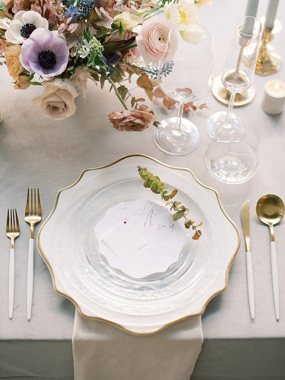 Modern-love-event-leigh-and-mitchell-modern-flatware-wedding-placesettings