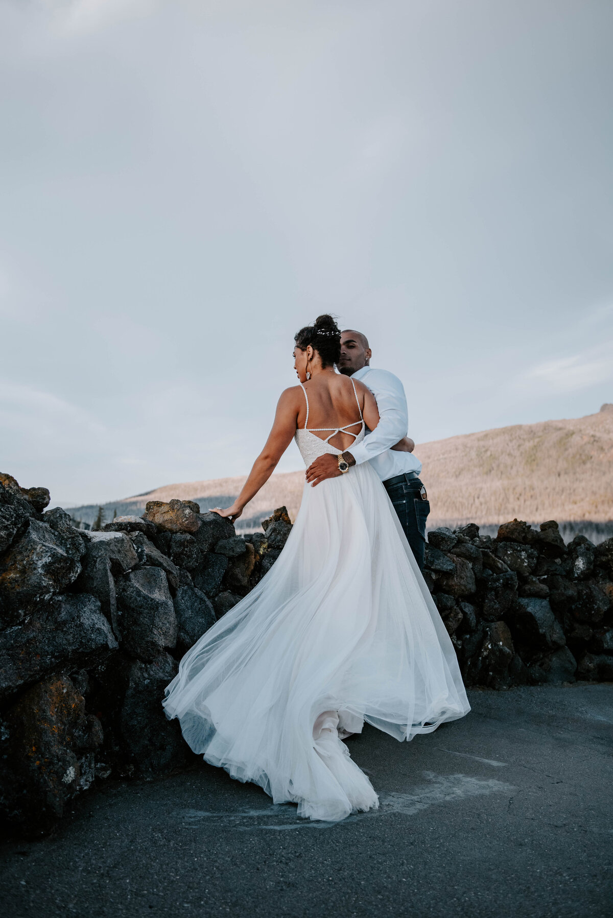 sisters-bend-oregon-summer-wedding-elopement-photographer-dress-scenic-byway-wedding-deewright-observatory-4871