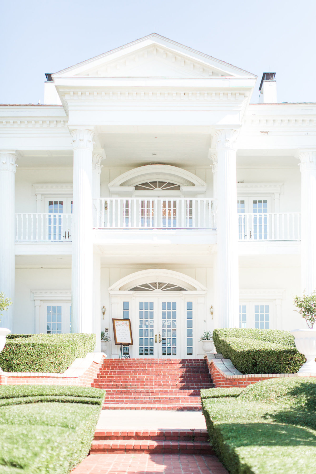 Dallas Wedding Photographers | Sami Kathryn Photography | Portfolio: Ashley & Karl | Lone Star Mansion in Burlesona