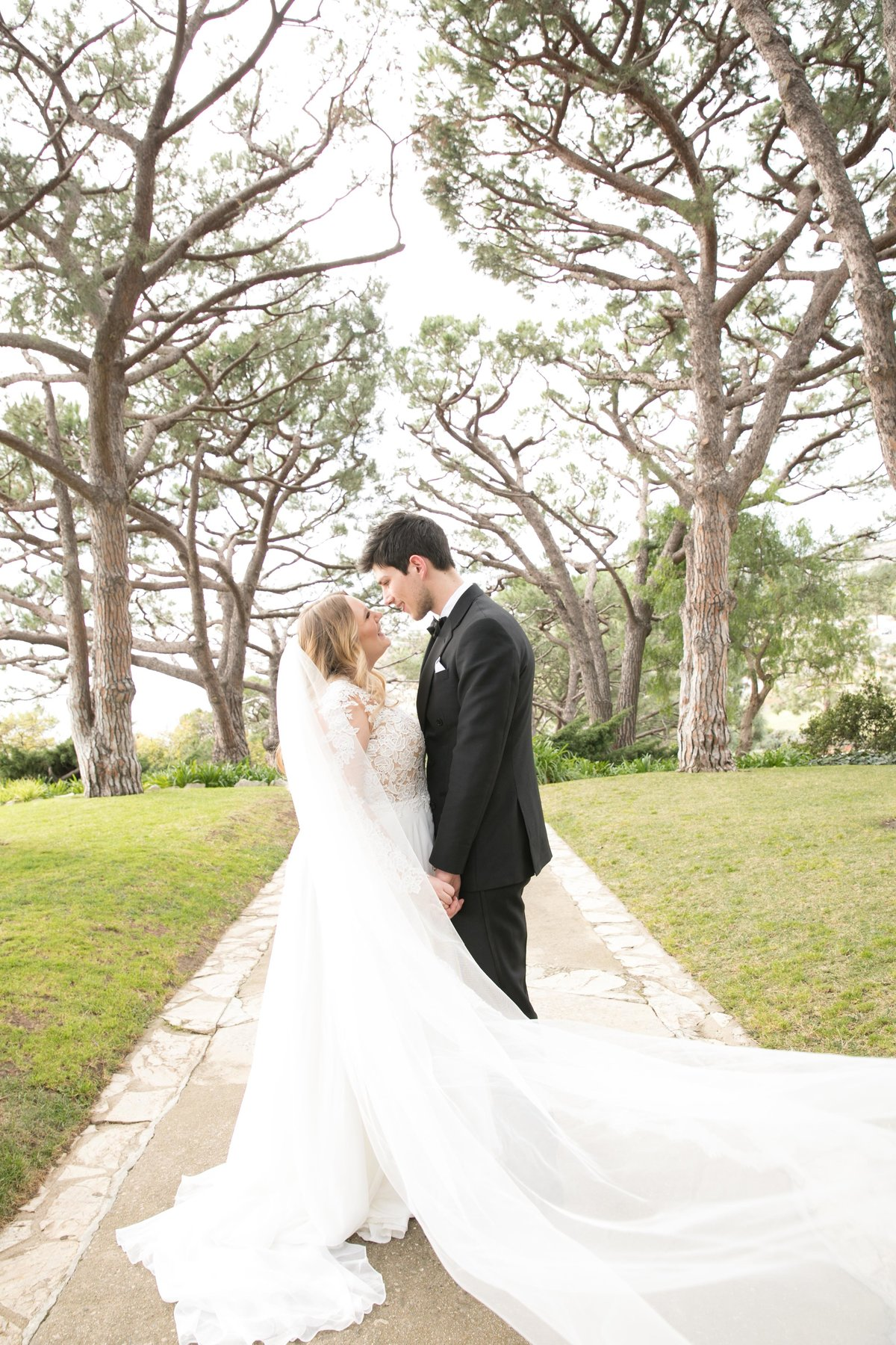 wayfarers_chapel_wedding_couple_amazing
