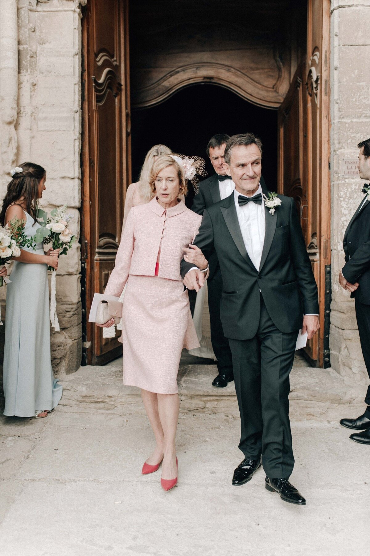 02_Bastide_de_Gordes_Luxury_Wedding_Photographer (1 von 1)-89_Flora and Grace is a luxury wedding photographer in France. Discover their fine art wedding photography at La Bastide de Gordes in Provence.