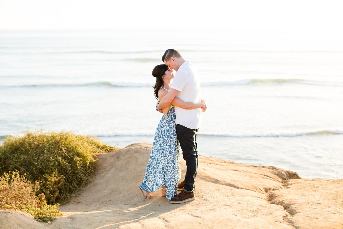 Katherine_beth_photography_San_diego_wedding_photographer_san_diego_wedding_san_diego_engagement_sunset_cliffs_engagement_006-min