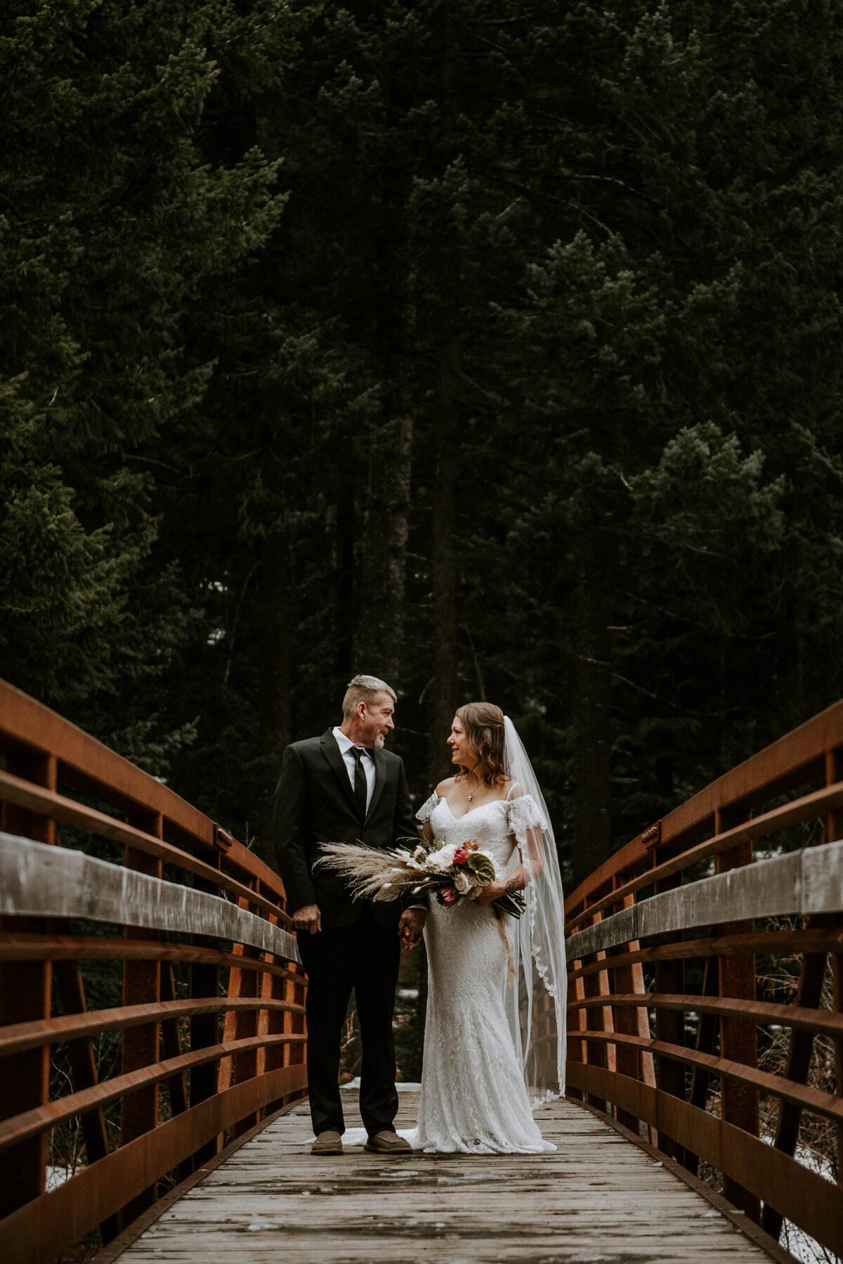 suttle-lake-sisters-oregon-lodge-woods-vow-renewal-photographer-wedding-elopement-2623