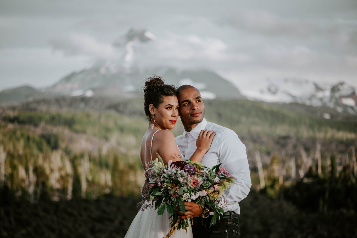 sisters-bend-oregon-summer-wedding-elopement-photographer-dress-scenic-byway-wedding-deewright-observatory-6013