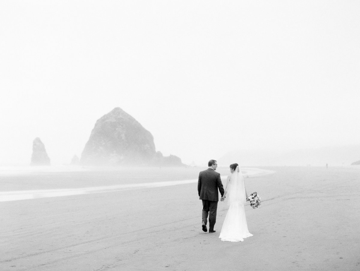 cannon-beach-wedding-at-stephanie-inn-25