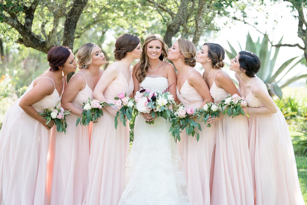 terrace club wedding photographer bride bridesmaids bouquet kiss cute 2600 US-290, Dripping Springs, TX 78620