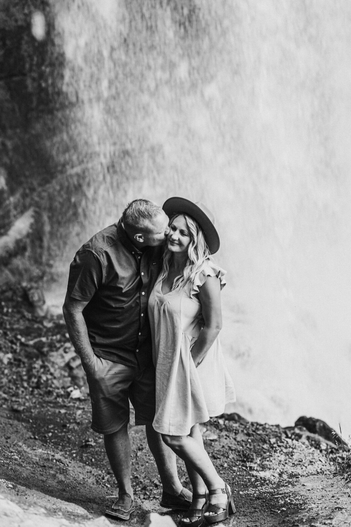 meredith_j_photography_bend_oregon_couple_elopement_photographer (1 of 2)