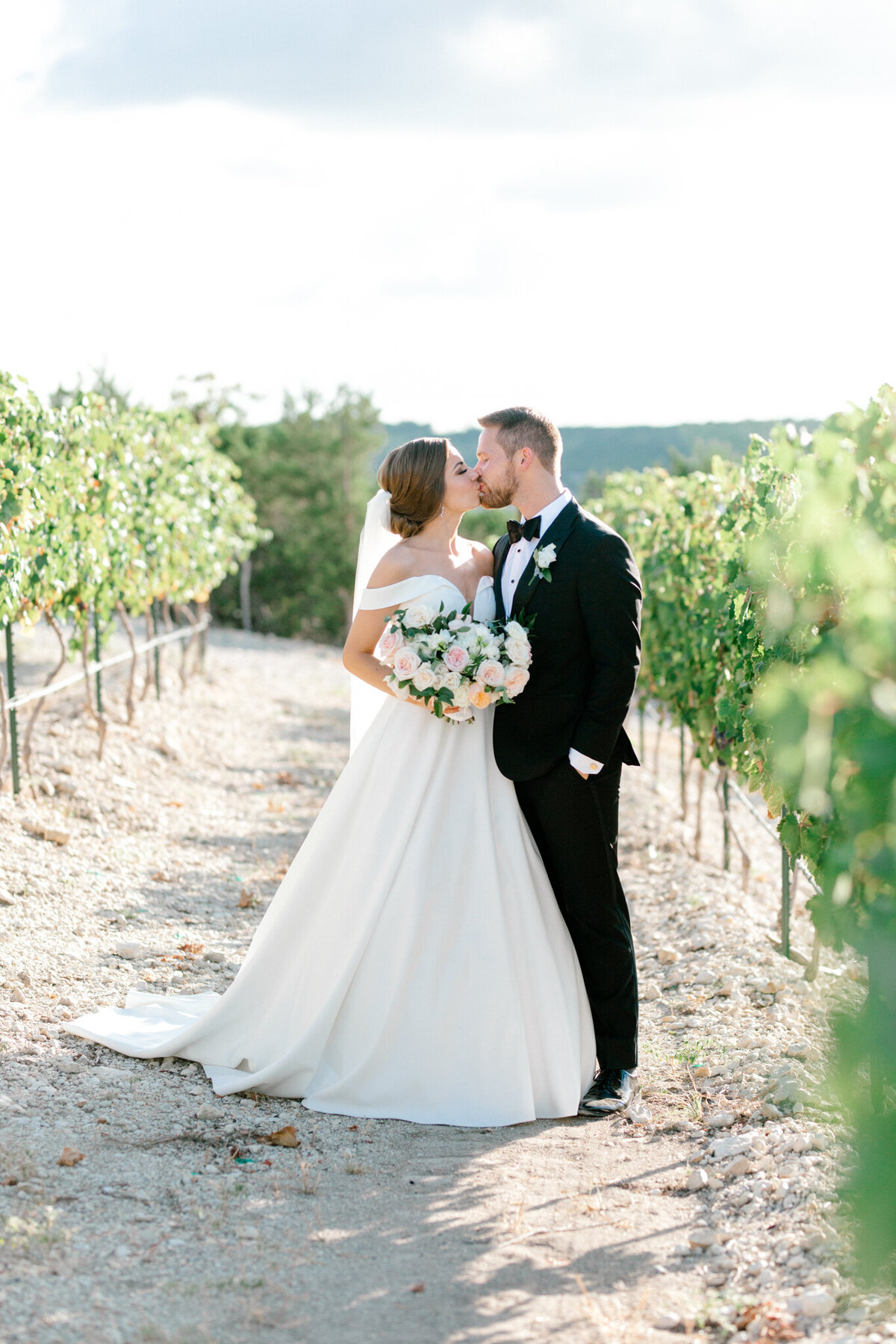 Lexi Broughton & Garrett Greer Wedding at Dove Ridge Vineyards | Sami Kathryn Photography | Dallas Wedding Photography-5