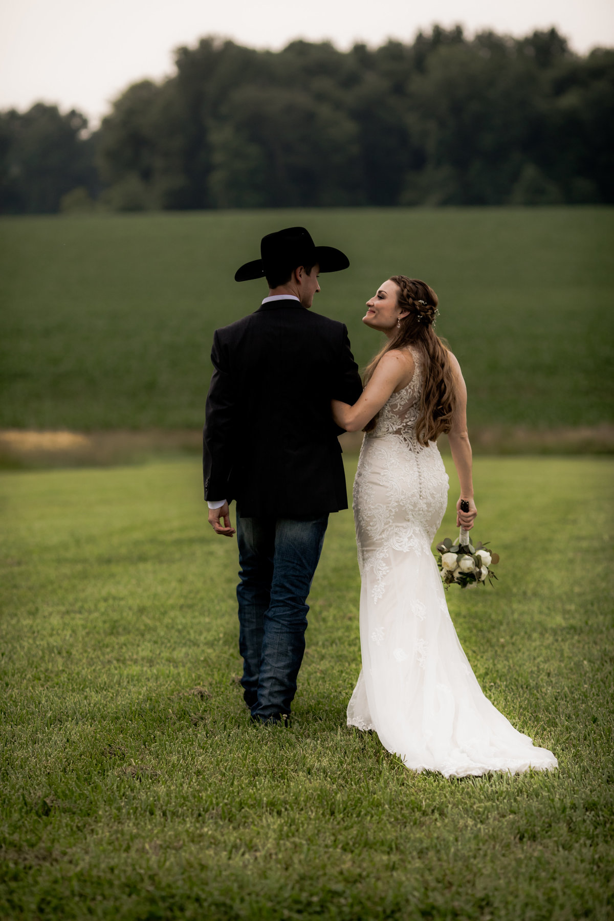 Nsshville Bride - Nashville Brides - The Hayloft Weddings - Tennessee Brides - Kentucky Brides - Southern Brides - Cowboys Wife - Cowboys Bride - Ranch Weddings - Cowboys and Belles062